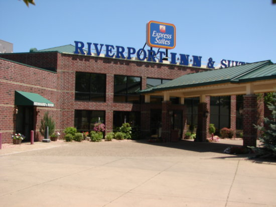 Express Suites Riverport Conference and Event Center: The Riverport Inn