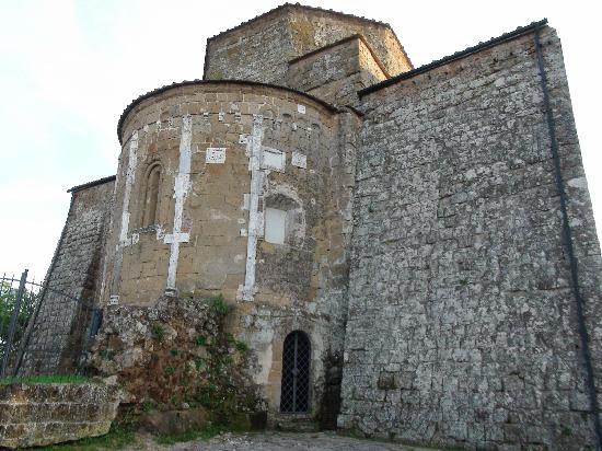 Sovana, Italien: Esterno dell'abside del Duomo