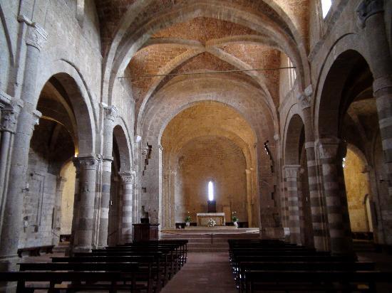 interno del Duomo di Sovana