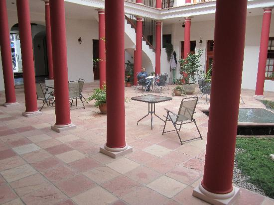 Hotel Villa Antigua: Ground floor courtyard
