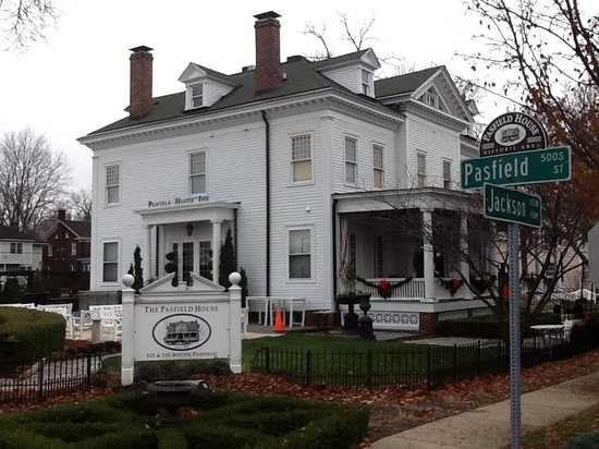 Pasfield House Inn: 1847 Home