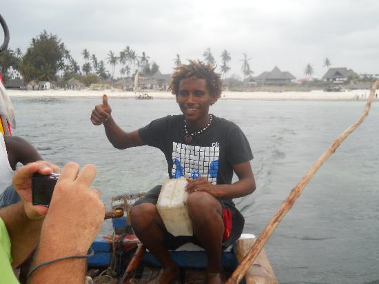Watamu Beach: la barca che porta dall'isola dell'amore alla spiaggia di watamu