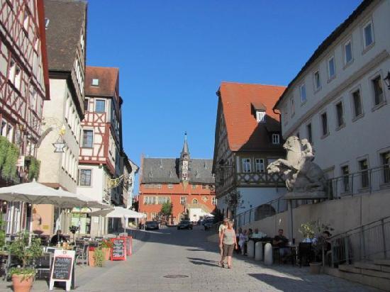Hauptstrasse mit Fachwerkhauszeile: 9
