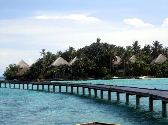Adaaran Club Rannalhi: wiev from the water bungallows