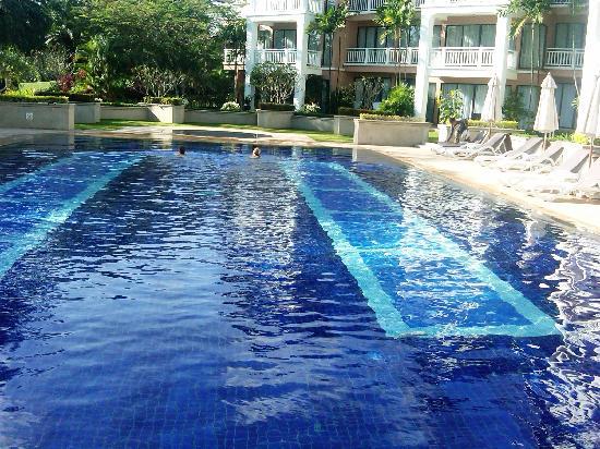 Allamanda Laguna Phuket: Pool area