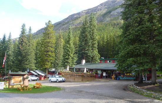 Miette Hot Springs Resort: resort and restaurant
