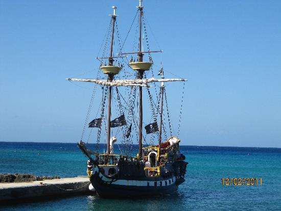 The Jolly Roger : boat daytime