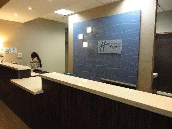 Holiday Inn Express - Los Angeles Downtown West: Front Desk