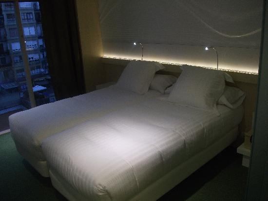 Letto matrimoniale foto di ako suite hotel barcellona for Planimetrie della camera da letto della suite matrimoniale
