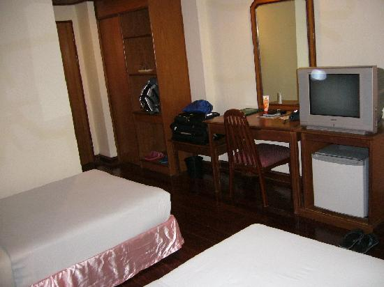 River City Hotel: Another view of Room 410