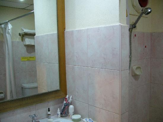 River City Hotel: The bathroom in room 410