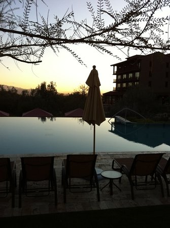 The Ritz-Carlton, Dove Mountain: evening sunsets poolside