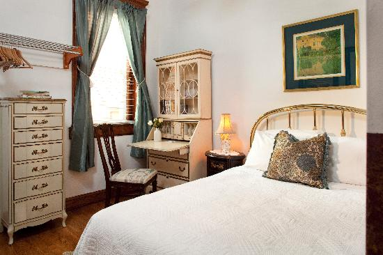 American Guest House: Room 204