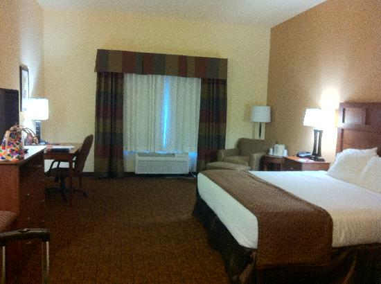 Holiday Inn Express Hotel & Suites Mount Airy South: Bed