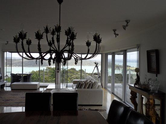 Tiki Tiki Ora: Living room