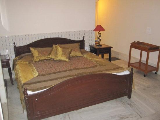 Suryaa Villa: room