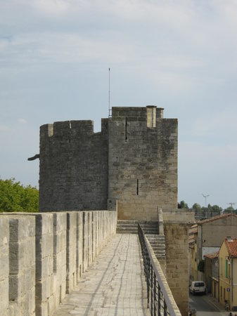 ‪Towers and Ramparts of Aigues-Mortes‬