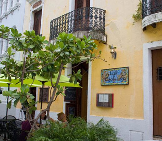 Cafe Esperanza: outdoor seating