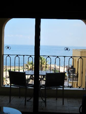 Hilton Malta: View onto the balcony & outside