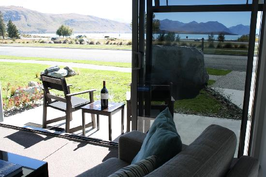 Lakeview Tekapo : Your Lakeview Suite extends out in to the views