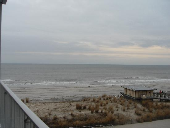Days Inn Atlantic City Oceanfront-Boardwalk: Vista desde la habitacion
