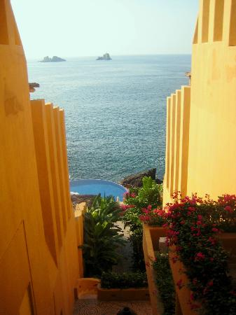 Capella Ixtapa: View from staircase