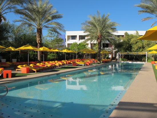 Saguaro Scottsdale: Swimming pool at The Saguaro