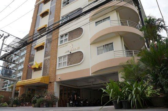 Hong Residence: Main entrance, nice location