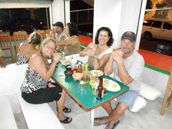 Los Gallos: My wife n friends eatin well