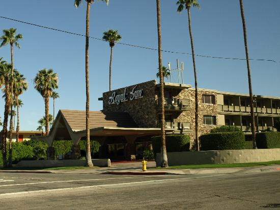 Rodeway Inn: Exterior view of main entrance.