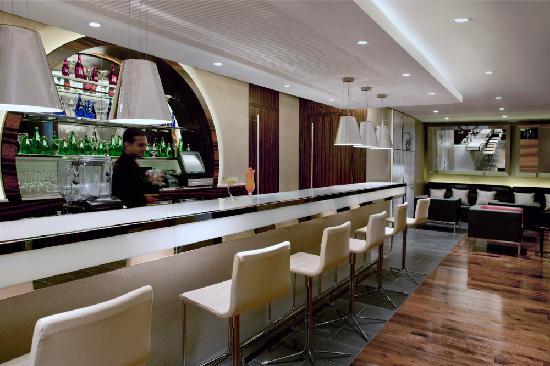 Centro Al Manhal Abu Dhabi by Rotana: C.Mondo Bar