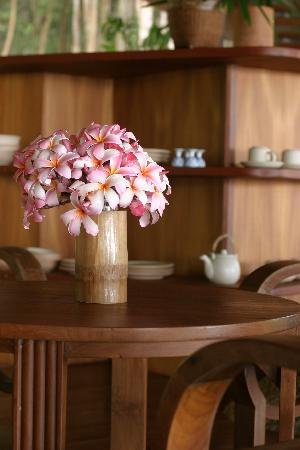 Small floral details at Tamarind Springs Tropical Villas