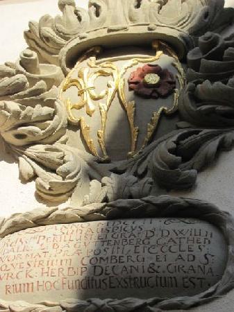 Historischer Kastenhof: coat of arms