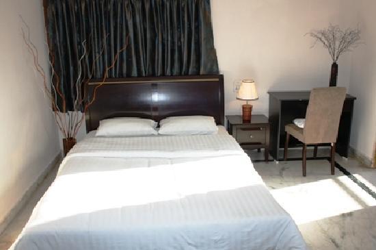 Falcons Nest Madhu Kunj Apartment: Bedroom1