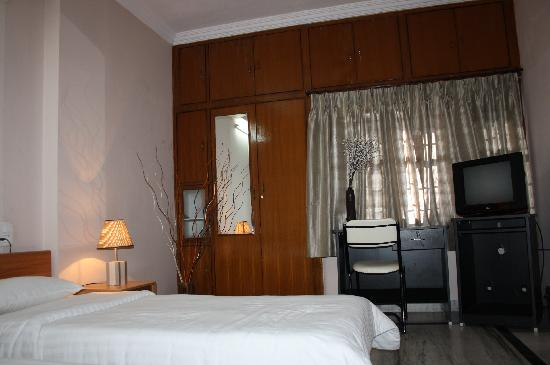 Falcons Nest Madhu Kunj Apartment: Bedroom2