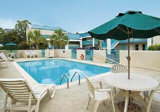 Rodeway Inn: Outdoor pool