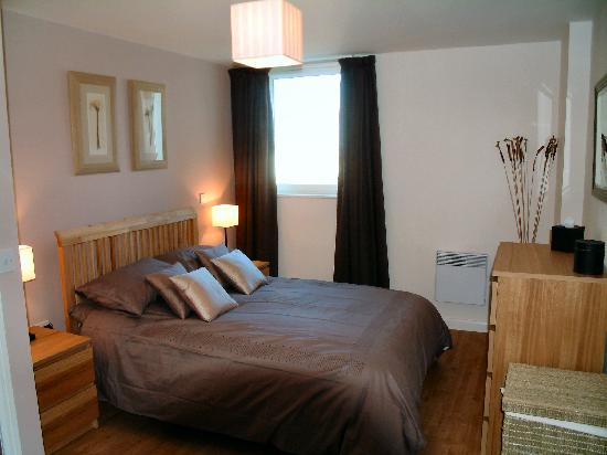 A Space in the City - Mermaid Quay : Double bedroom