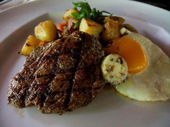 Peppers Seminyak: Steak for Breakfast! i LOVE!