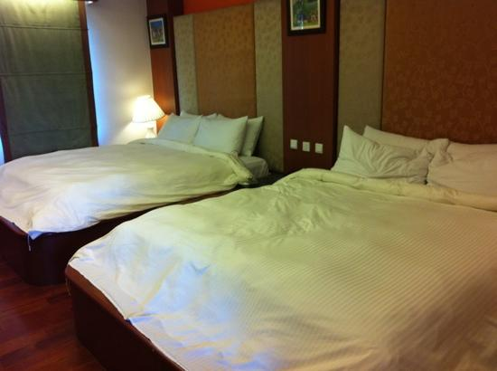 Grand Lexis Port Dickson: 2 king size beds in a room.