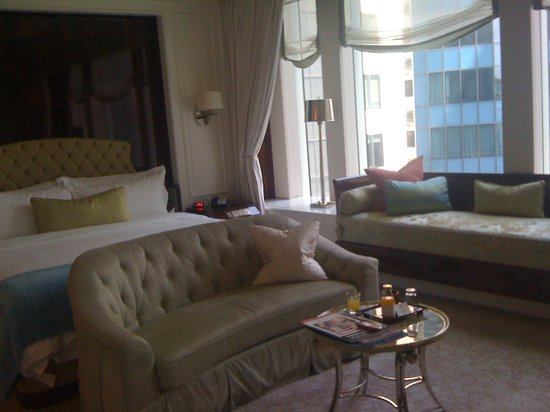 The St. Regis Singapore: Amazingly comfortable bed.