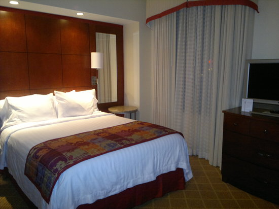 Residence Inn Columbus Downtown: Bed