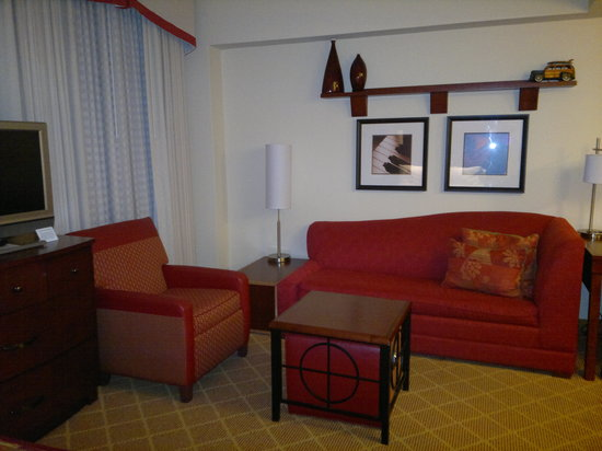 Residence Inn by Marriott Columbus Downtown: Living room