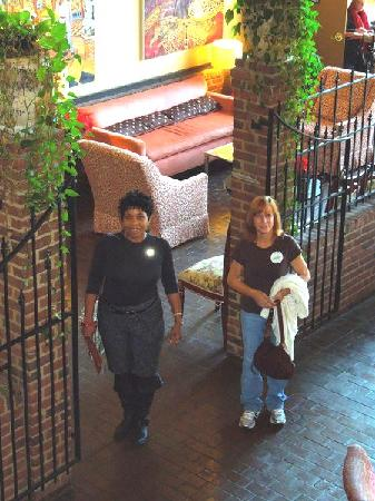 Town 220 Restaurant: Standing in the lobby of Twon 220