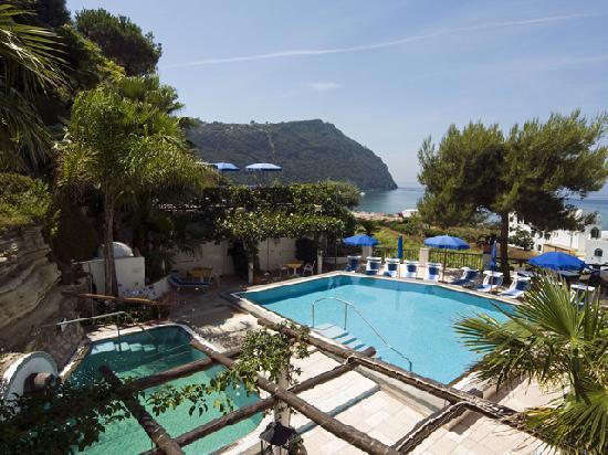 Villa Bianca: le splendide picine