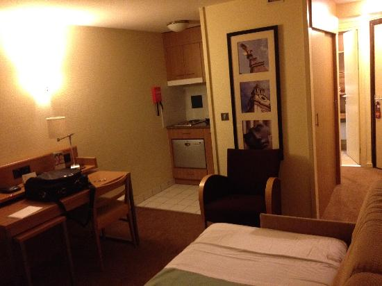 Citadines Barbican London: Kleines Zimmer mit Küche