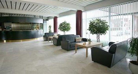 Scandic Regina: Here's the reception area...