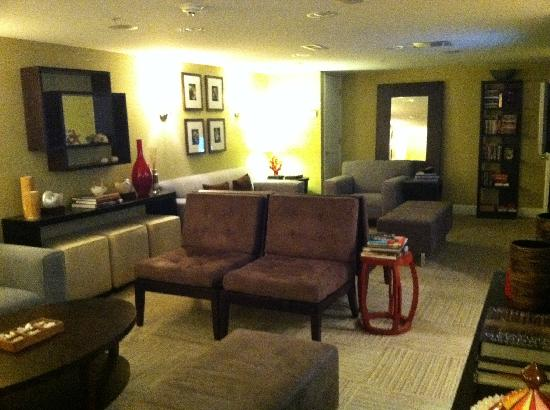 Canalside Inn: Lounge area