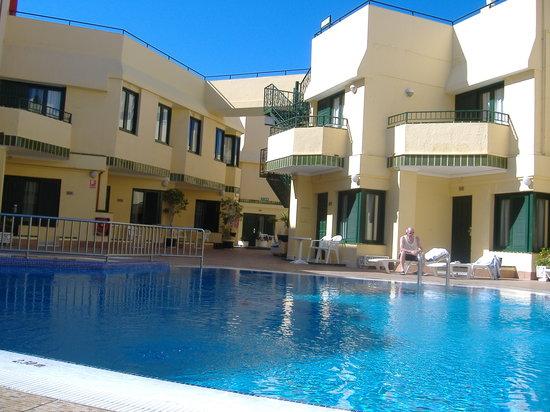 Barranco Apartments : hotel heated pool
