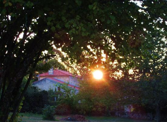 Chambres d'hotes Saint Emilion Bordeaux: Beau Sejour: Sunset in the garden