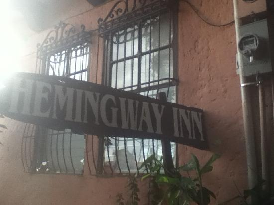 Hemingway Inn: outdoor sign